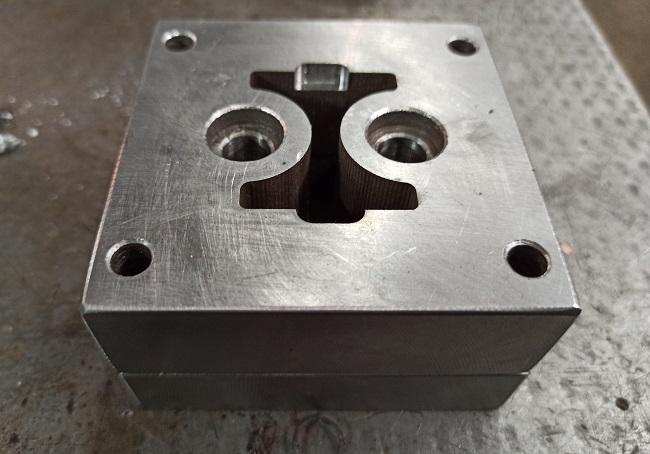 матрица штампа обрубки края